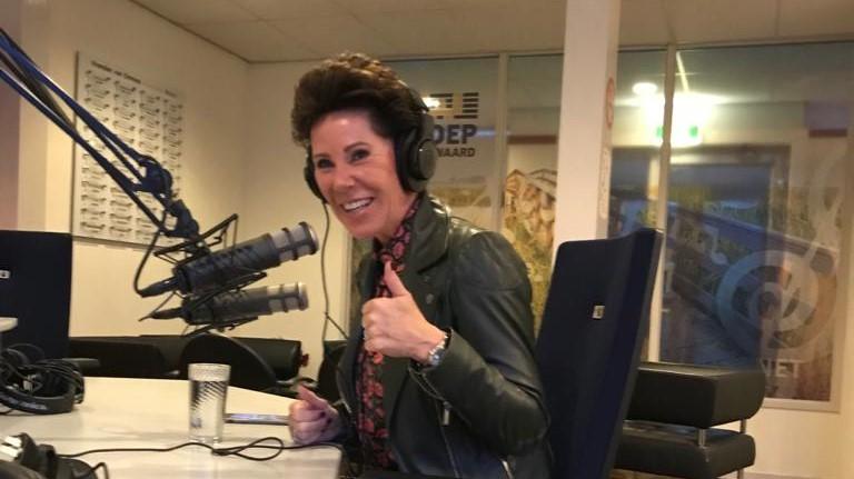 Jolanda van der Hoeven in de studio